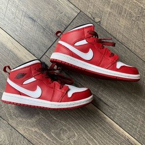 Nike Shoes - KIDS NIKE AIR JORDAN RETRO VARSITY SIZE 9c